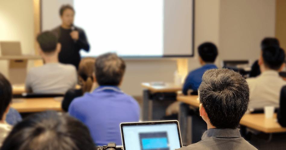 O que é oratória e por que é essencial para a liderança?