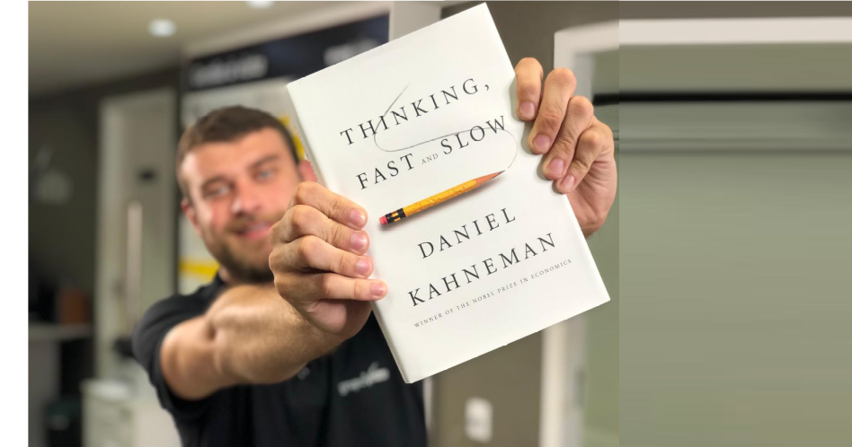Book Thinking Fast and Slow: Two Ways of Thinking - Daniel Kahneman